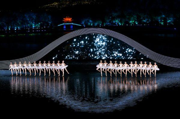 В честь начала саммита был организован грандиозный праздничный концерт.