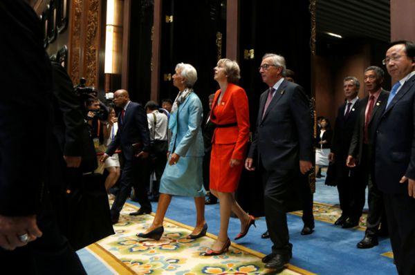 Премьер-министр Великобритании Тереза Мэй и директор МВФ Кристин Лагард.
