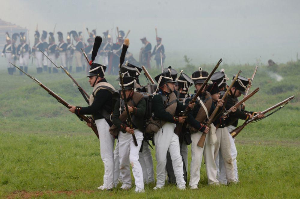 За несколько дней до начала праздника на Бородинское поле прибыли участники военно-исторической реконструкции.