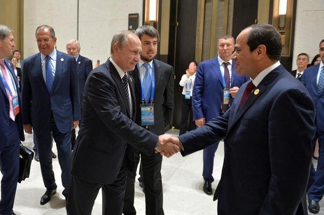 Путин обсудил двустороннее сотрудничество спрезидентом Египта
