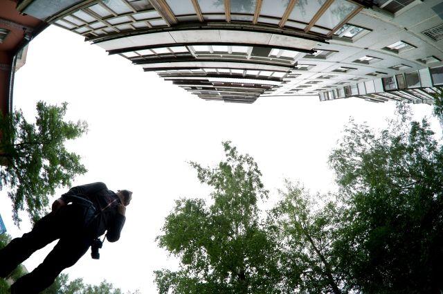 Молодые экстремалы изМагнитогорска забрались на12-й этаж побалконам