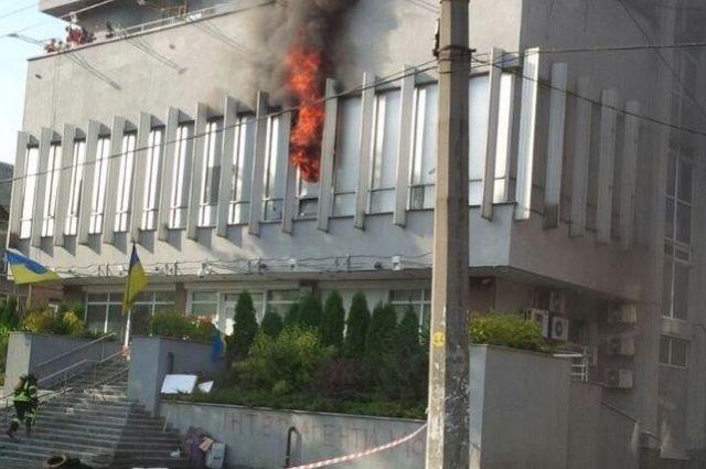 США иОБСЕ осудили поджог здания канала «Интер» вКиеве