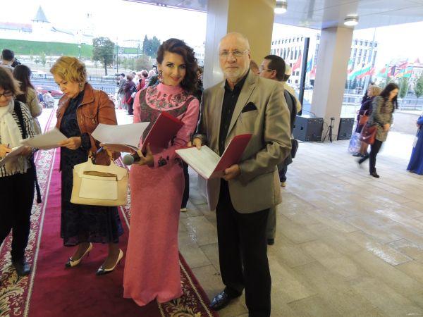 Ведущие «красной дорожки» Алсу Абульханова и Борис Львович.