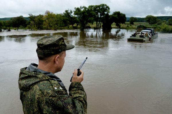 Военные помогают в восстановительных работах и эвакуации населения.