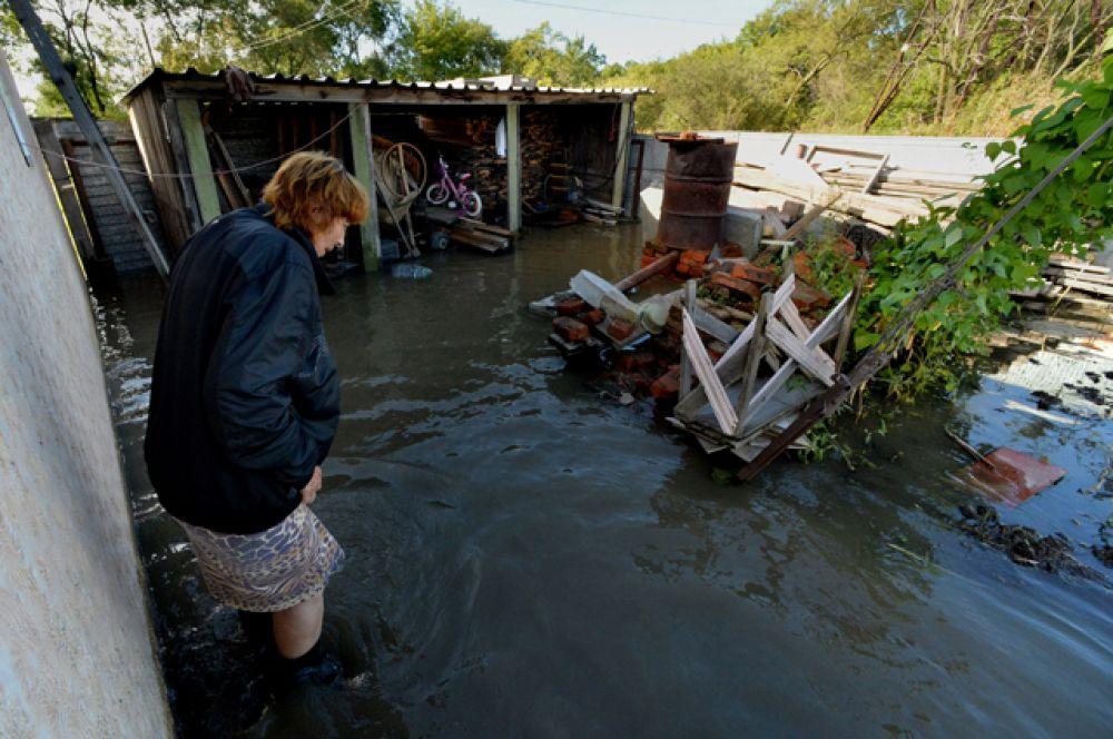 В ходе оказания помощи жителям Приморья, пострадавшим от тайфуна, погиб 45-летний начальник Главного управления МЧС России по Приморскому краю Олег Федюра.