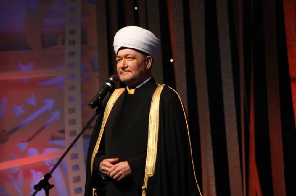 Президент фестиваля Равиль Гайнутдин объявил об открытии форума.