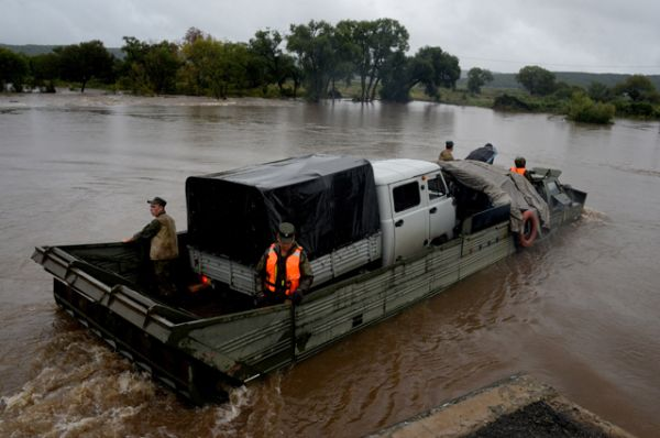 Более тысячи человек были эвакуированы.