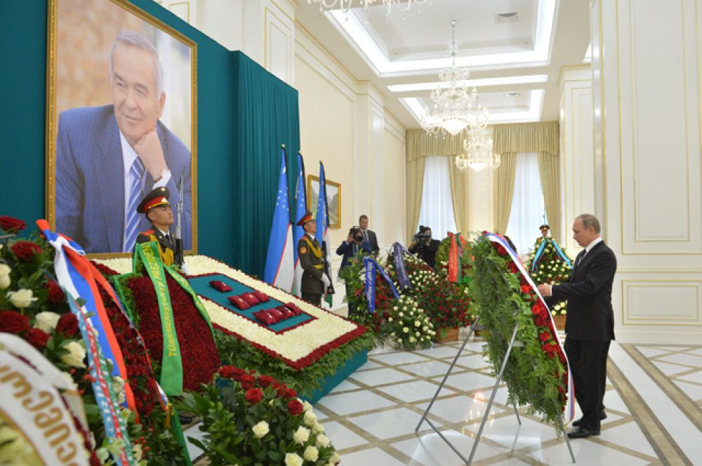 Владимир Путин во Дворце форумов — самаркандской резиденции президента Узбекистана.