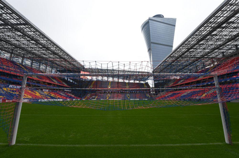 Кроме того, на стадионе расположены 127 VIP-лож с панорамным видом на поле.