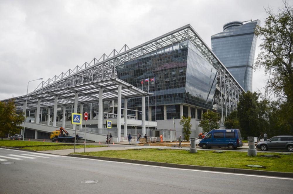 Мэр Москвы Сергей Собянин осмотрел новый клубный стадион ЦСКА и поздравил болельщиков с окончанием строительства арены.