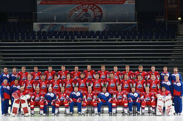 Члены хоккейного клуба «Локомотив» во время официальной предсезонной фотосессии 21 августа 2011 года.