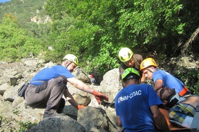 ВКрыму эвакуировали получившего травмы наМедведь-горе рыбинца
