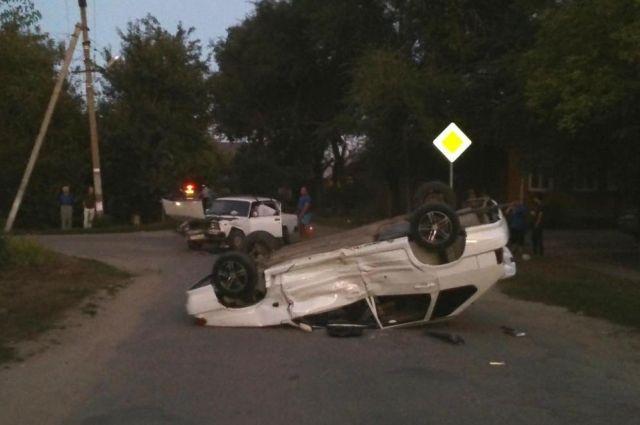 НаСтаврополье иностранная машина врезалась в грузовой автомобиль, умер шофёр