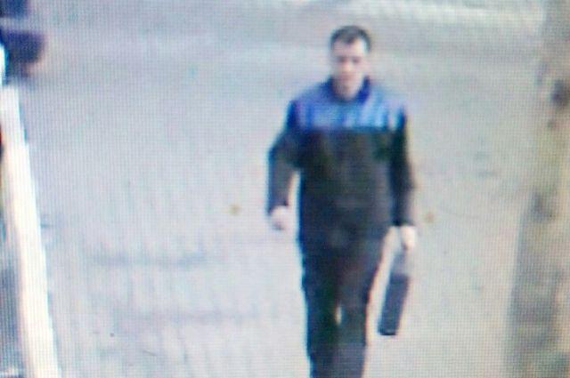 Грабитель попал в объектив камеры видеонаблюдения.