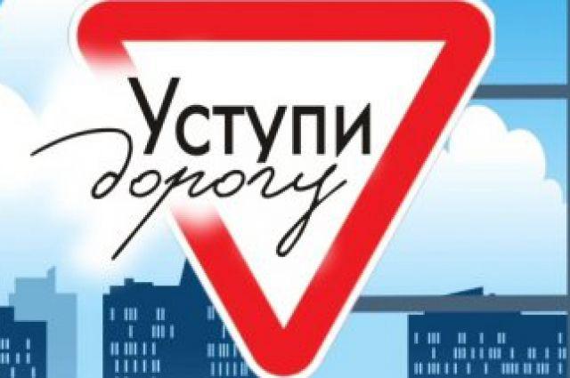 На перекрестке улиц Островского-Тельмана меняют направление главной дороги.
