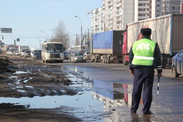 Резвый старичок намопеде сбил молодую петербурженку и исчез сместа правонарушения