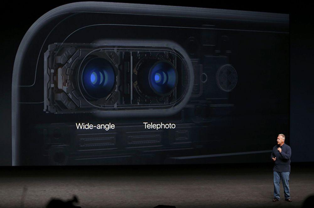 Одна - телефото, вторая - с широкоугольной оптикой.