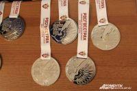 В музее можно найти разные награды местных спортсменов.