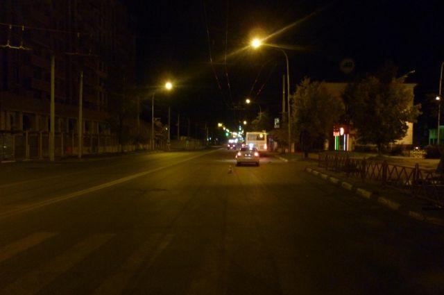 ВКрасноярске «пьяная» иностранная машина после ДТП повисла назаборе