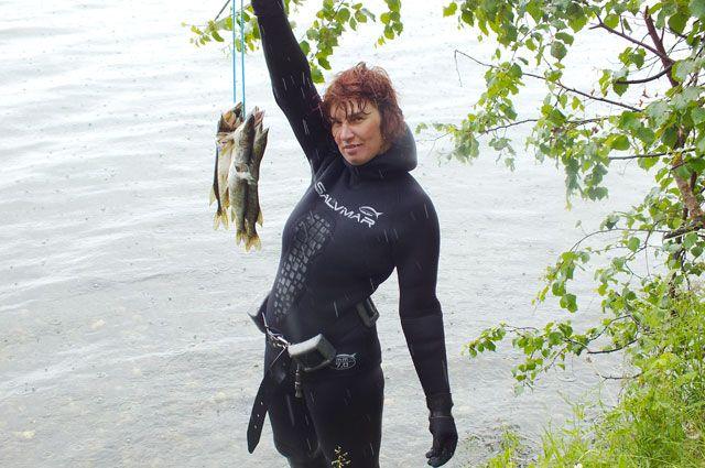 Пока Елена Николаева - единственная в нашей области подводная охотница.