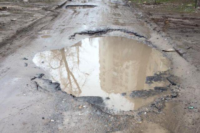 Гражданин Усть-Кута за собственный счет отремонтировал дорогу кдому
