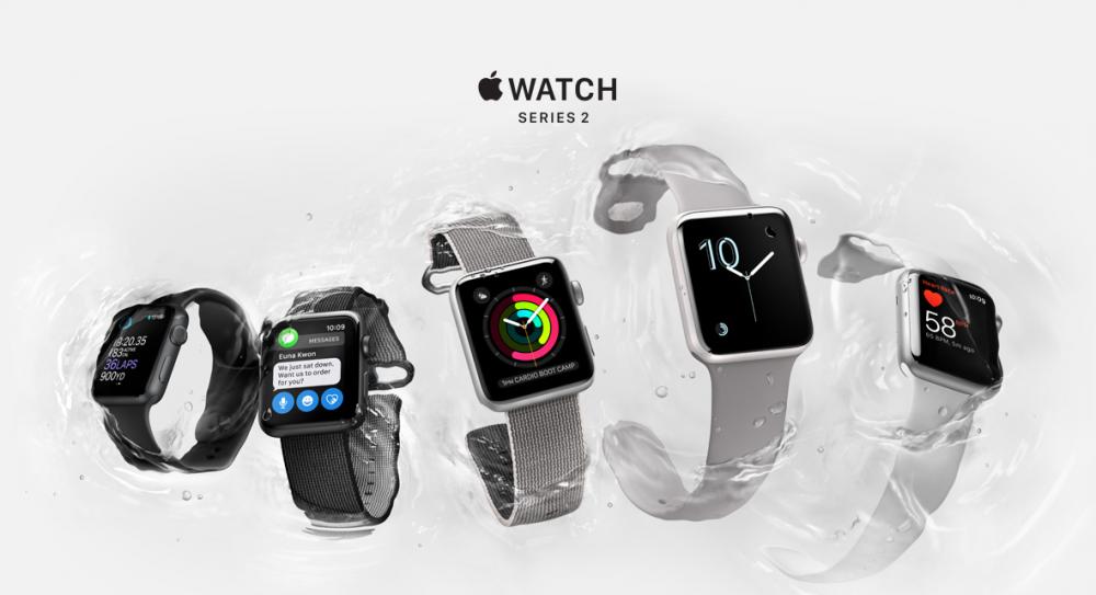 """Корпорация Apple на презентации в Сан-Франциско представила новые """"умные часы"""" Apple Watch Series 2 с водонепроницаемым корпусом и двухъядерным процессором, работающим на 50% быстрее старого"""