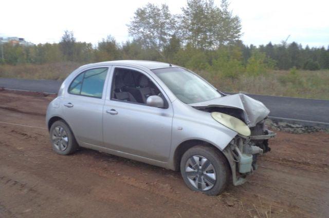 Вэлитном поселке Челябинска иностранная машина врезалась вэлектроопору