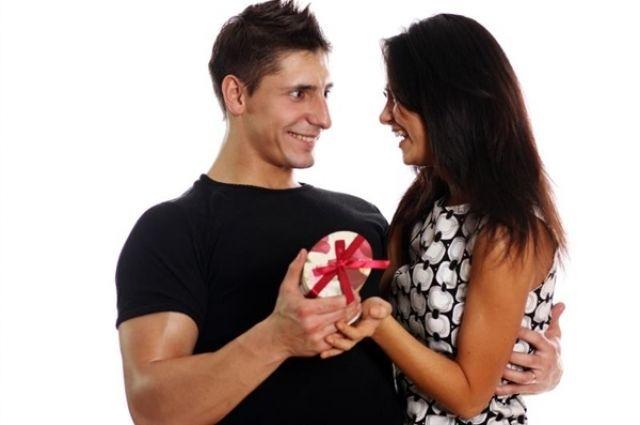 Презент для любимой. Каким женщинам мужчины дарят подарки   Психология    ЗДОРОВЬЕ   АиФ Владимир