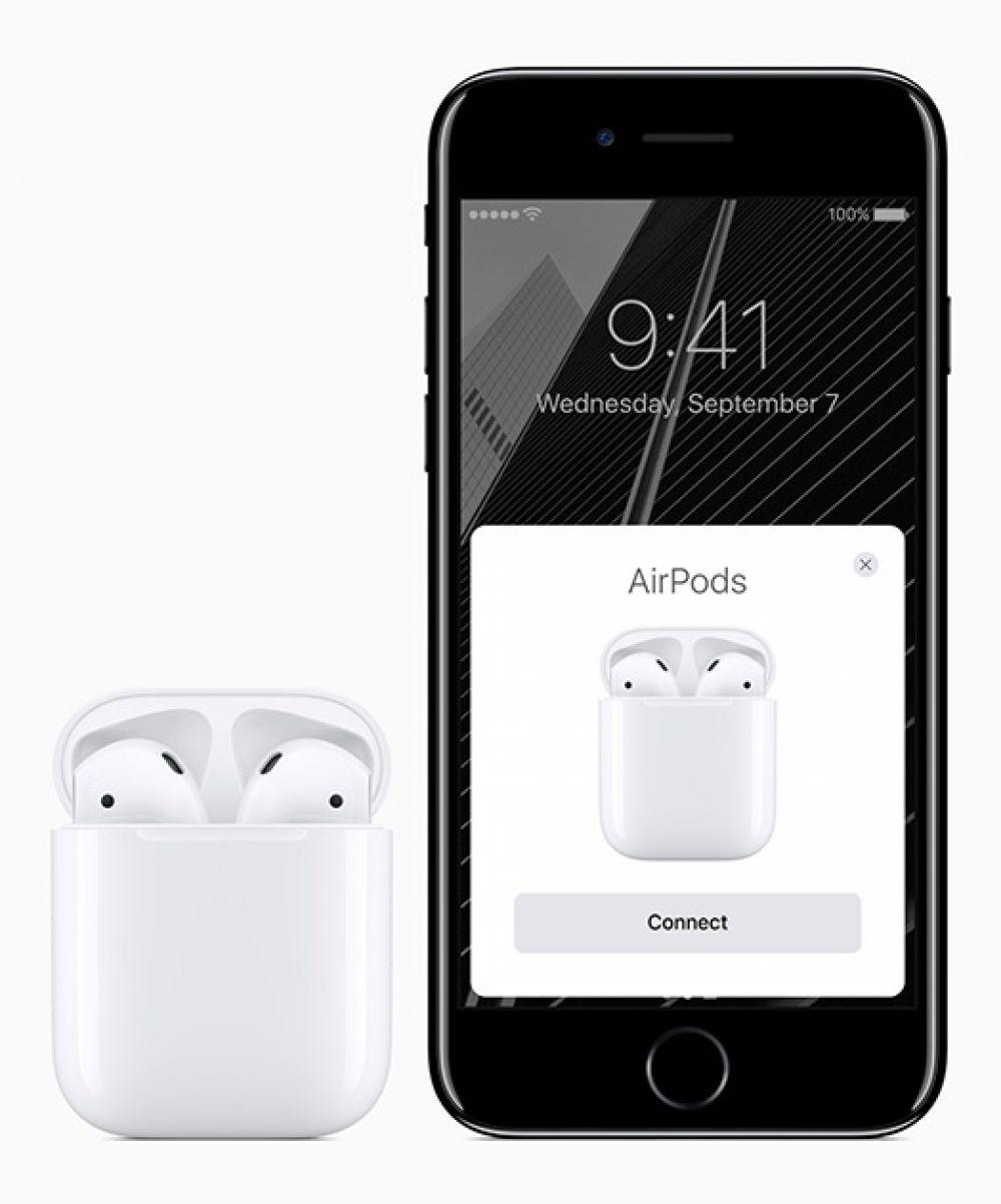 """Новый мобильный телефон снабжен усиленными динамиками. У него отсутствует стандартный разъем для наушников mini-jack. Теперь гарнитура подключается через """"lightning"""""""