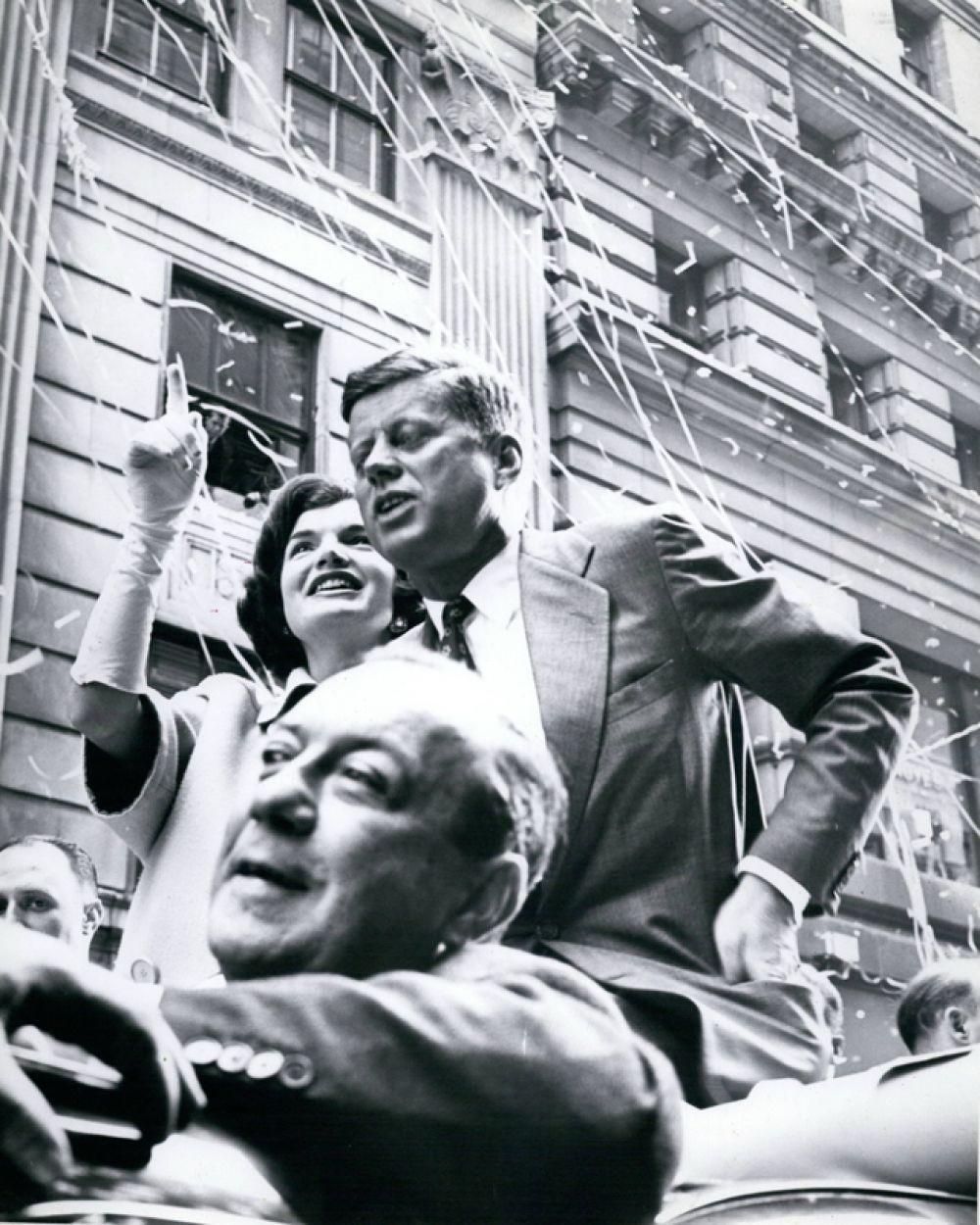 Выпускником Гарвардского университета является Джон Кеннеди.