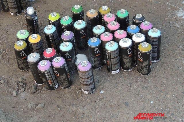 Наплощади Мужества вандалы расписали граффити полицейскую машину