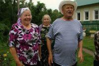 Иван Торжков разменял восьмой десяток, но на сельских праздниках гуляет громче всех.