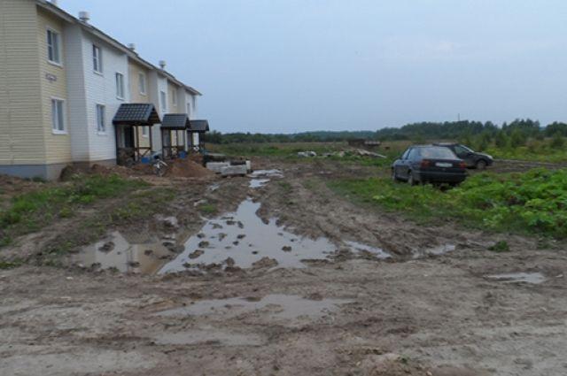 Скоро осень. Жители опасаются, что грязи и луж здесь будет ещё больше.