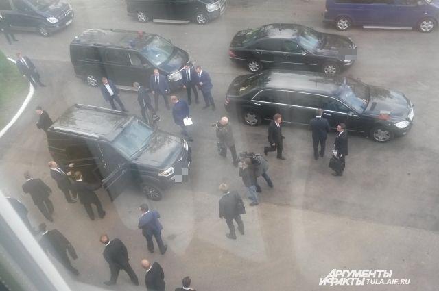 На этом автомобиле Путин поехал в Суворовское училище