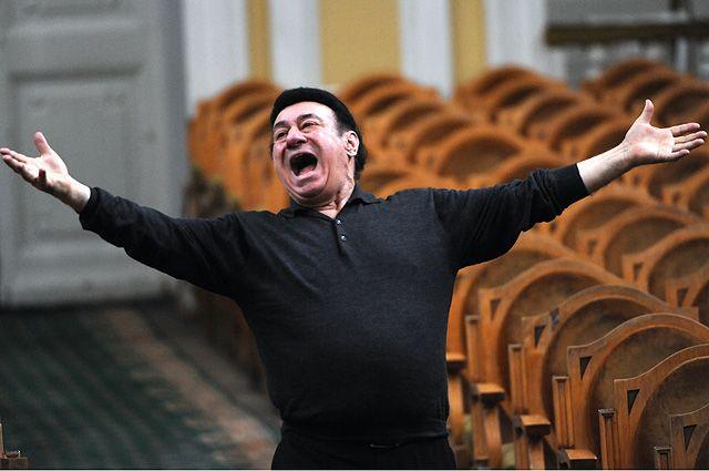 «В пении для меня радость жизни...» Соткилава на сцене с 1965 г. В 1973 г. дебютировал в Большом театре в роли Хозе в «Кармен». Исполнял партии в операх «Отелло», «Иоланта», «Аида», «Набукко», «Бал-маскарад», «Тоска» и др.