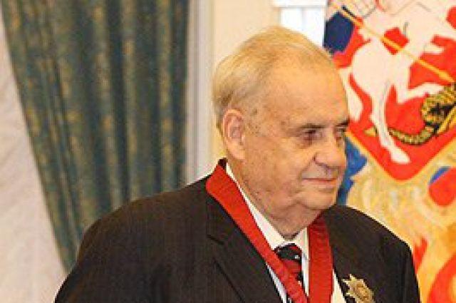 Памятная доска открыта надоме, вкотором родился Эльдар Рязанов