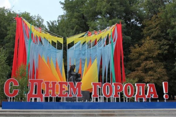 Накануне праздника стало известно, что гимном донской столицы избрана известная песня «Ростов-город, Ростов-Дон».