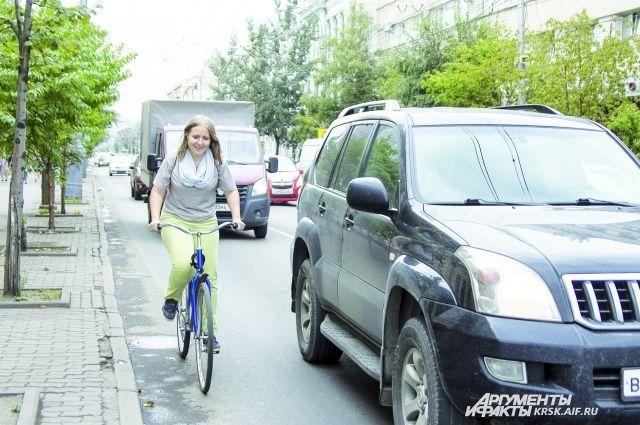 На городских дорогах велолюбитель заведомо более уязвим.