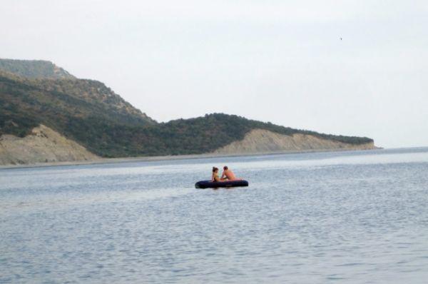 Плавание на матрасах - одно из любимых развлечений всех туристов независимо от места отдыха.