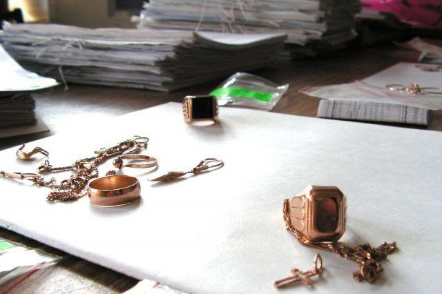 ВБурятии мужчина подозревают вкраже золотой цепи изювелирного магазина