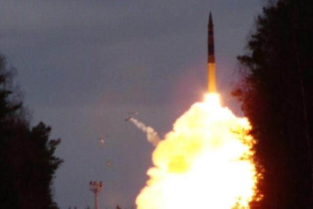 ВРФ похвастались запуском ракеты «Тополь» сновым боевым оснащением