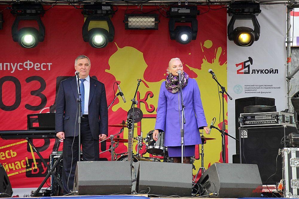 На открытии фестиваля с торжественной речью выступили официальные лица университета.