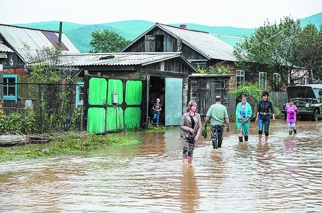 Вертолеты МЧСРФ эвакуировали иззатопленных районов Приморья 120 человек