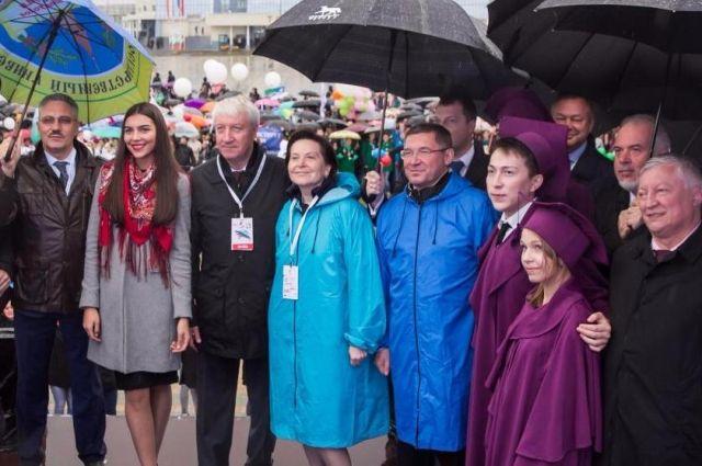 Наталья Комарова вместе смолодежью Югры приняла участие вПараде русского студенчества