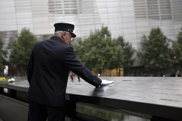 Главные памятные мероприятия прошли в Нью-Йорке на месте, где стояли башни-близнецы Всемирного торгового центра.