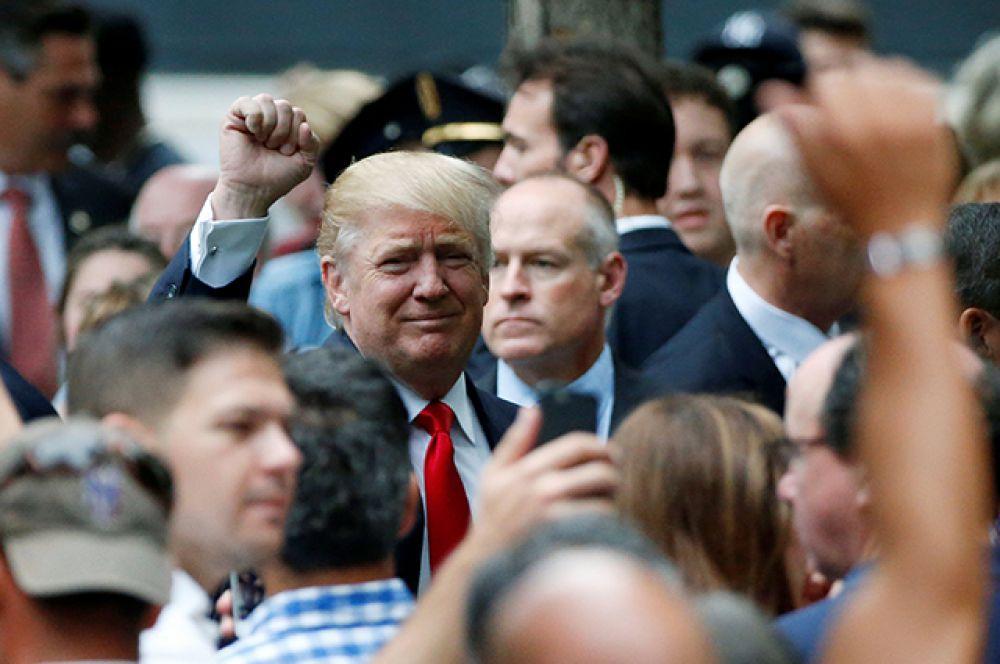 Кандидат в президенты Дональд Трамп принял участие в памятных мероприятиях, посвященных трагедии 11 сентября.