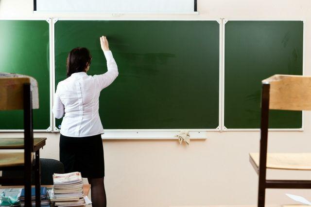 Психотерапевты отмечают: излишняя демократия, когда «продвинутый» учитель  становится едва ли не «своим парнем», опасна. Ученик должен всегда помнить о субординации.