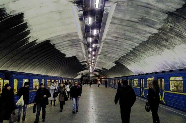 ВКиеве настанции метро «Осокорки» мужчина скончался ввагоне поезда