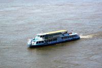 На борту теплохода находилось 143 пассажира, на борту катера - 3 члена экипажа.