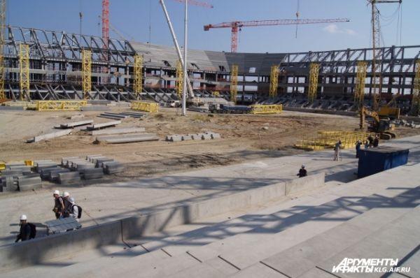 Достроить стадион нужно к 2017 году.